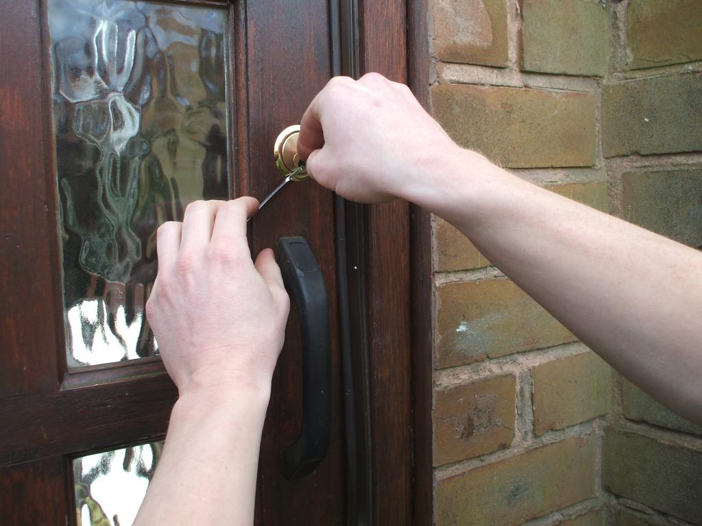 locksmith wolverhampton unlocking a door