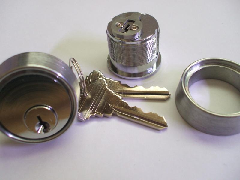 Aluminium door locks